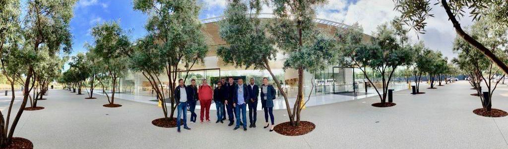 Experts Inwin devant apple Park Cupertino